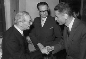 Verleihung des Vogelweider-Literatur-Preises: Karl Felix Wolff mit Silvius Magnago, 1960