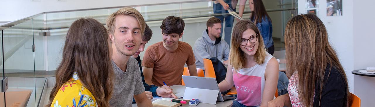panorama03_studierende.jpg