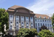 Hauptgebäude der vielreformierten Universität Innsbruck