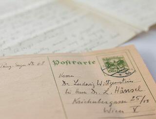 Die vom Brenner-Archiv erworbenen Postkarten und Briefe an Ludwig Wittgenstein schrieb Moritz Schlick an die Adresse von Wittgensteins engem Freund Ludwig Hänsel in Wien. Foto: Eva Fessler