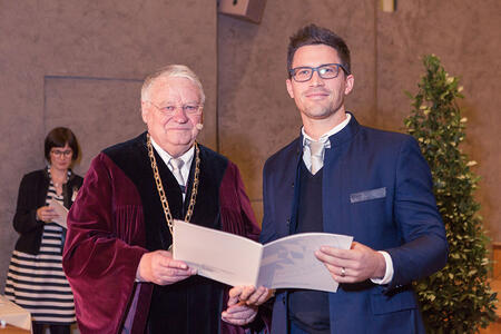 Tommy was awarded the Arnold Sommerfeld-Prize 2016