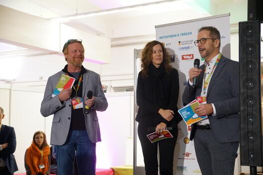 Moderatorin Martina mit den Initiatoren Max und Günther