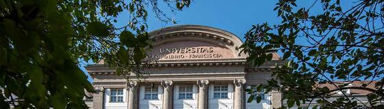 Hauptgebäude (außen)