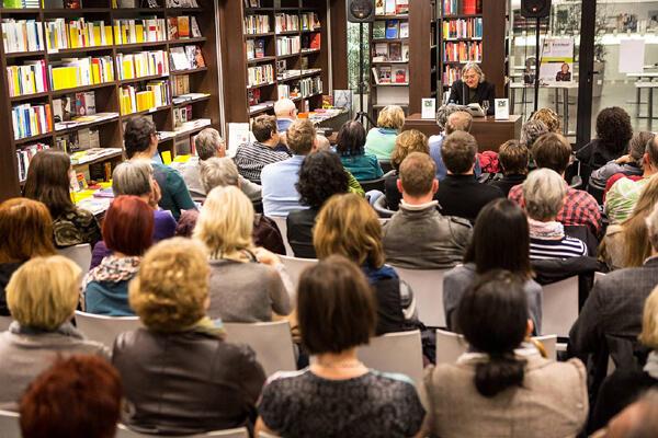 Buchpräsentation mit Erich Hackl in der Buchhandlung Studia, Innsbruck 2014. Foto: Patrick Steiner