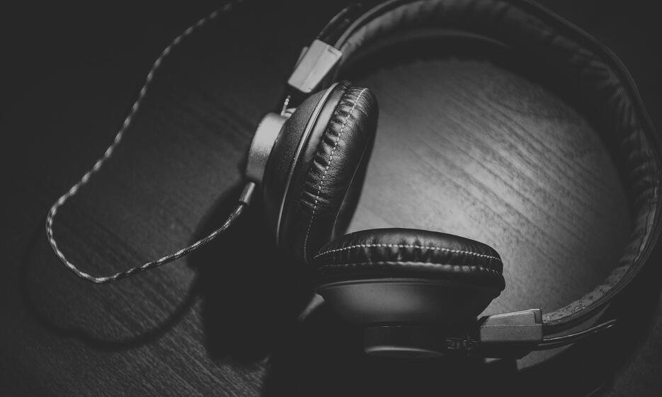 Headphones 935x561