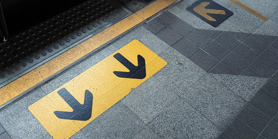 10. Bahnsteig