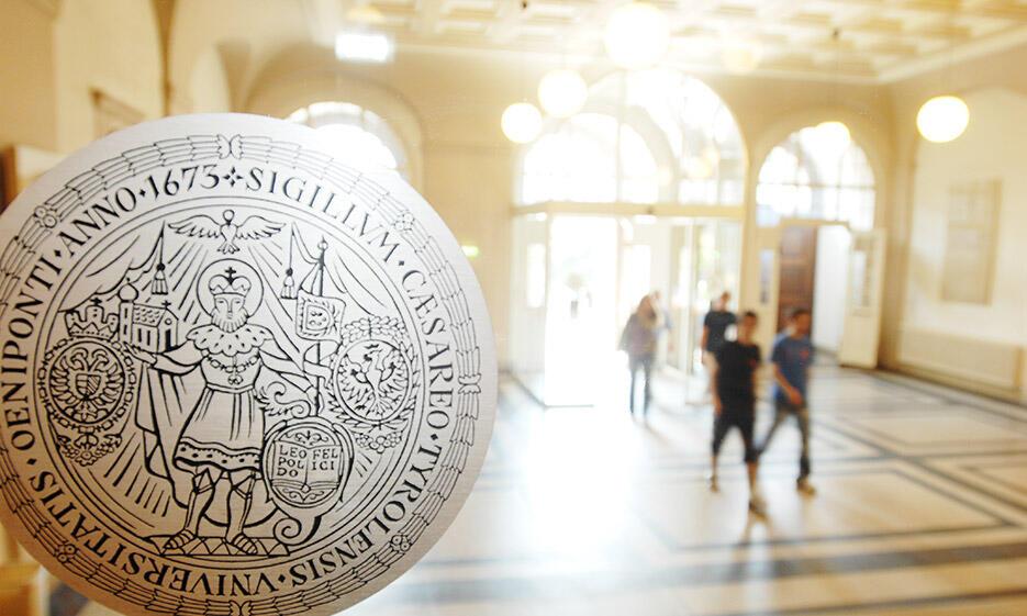 Eingangsbereich Hauptgebäude der Universität Innsbruck